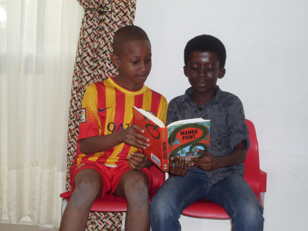Kids reading Mamba Point - 2